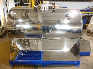 Цистерна 1150 литров. Обшивка из нержавеющей стали.