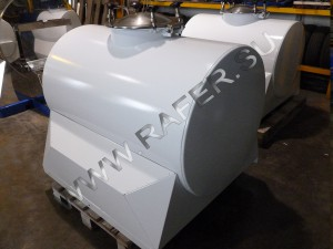 Цистерна 700 литров, окрашенная в белый цвет.
